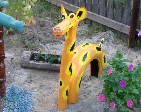 фигура лошади в сад из подручных материалов