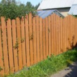 Строим деревянный забор для дачи своими руками