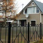 Заборы из поликарбоната для дачи: варианты конструкции и нюансы монтажа