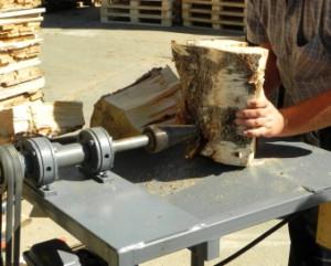 Даже такую, чисто мужскую работу, как рубка дров, усовершенствовали, а значит - облегчили.