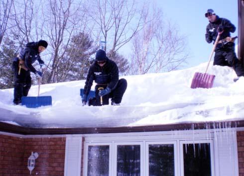 Убрать снег с плоской крыши
