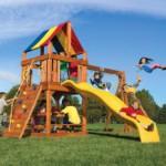 Организуем детский городок на даче: варианты игровых комплексов