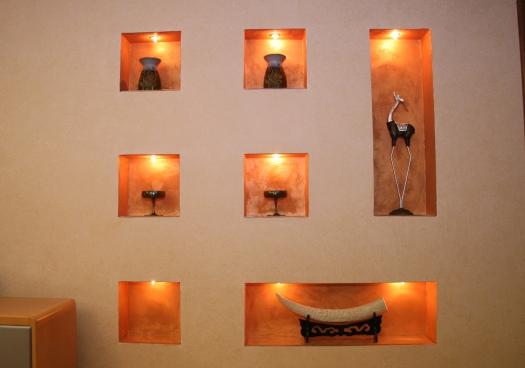 Ниши с подсветкой для коллекции керамики