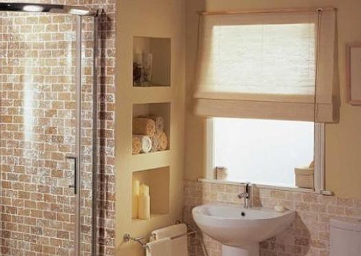 Ниша в санузле для хранения туалетных принадлежностей