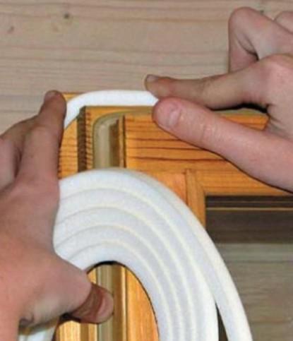 Установка уплотнительной ленты на окно с раздельными переплетами