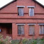 Чем и как заделать трещины в стенах кирпичного дома: причины появления и ремонт