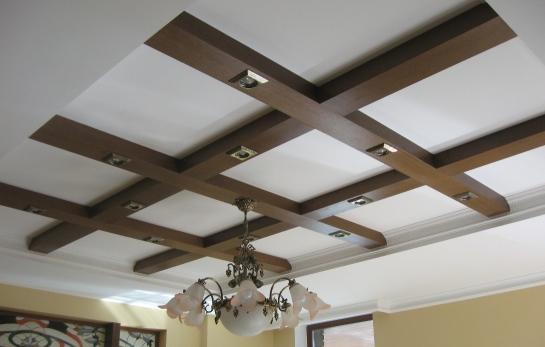 Декор балок на потолке