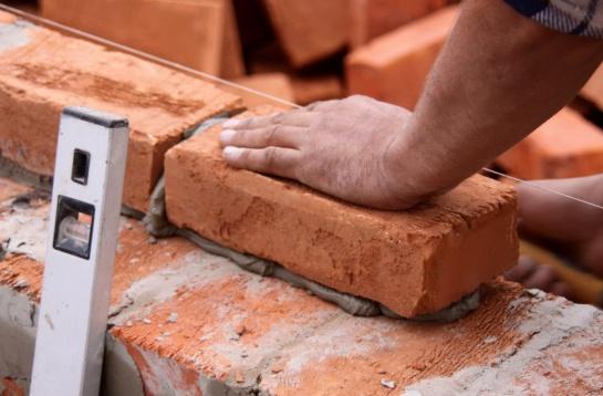 Что нужно знать как сделать раствор цемента для кладки кирпича? Обсудим пропорции, марку и прочие хитрости