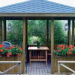 Как построить недорогую беседку на даче?