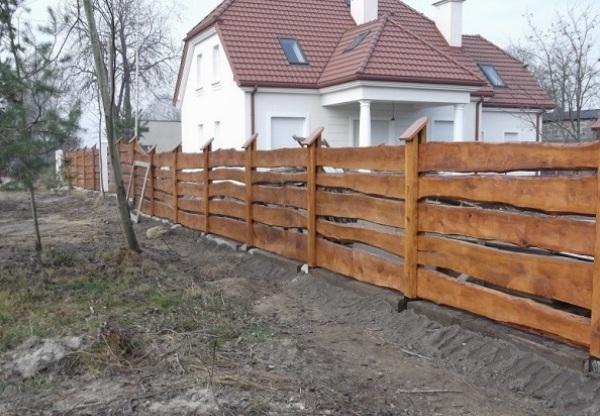 Как называется забор сделанный из досок