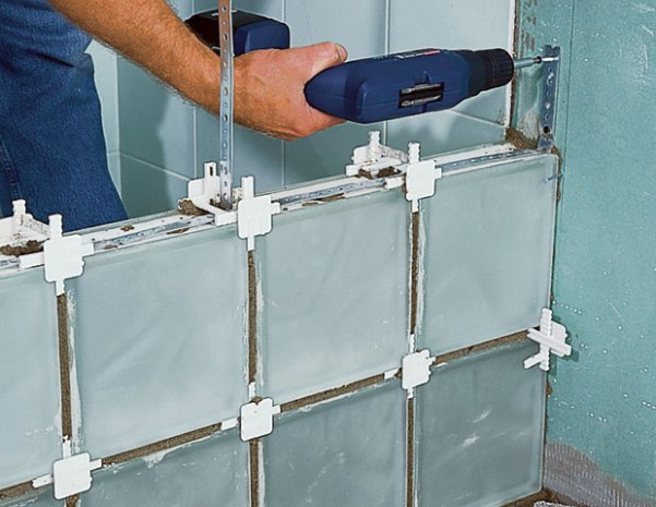 Стеклоблоки - применение в интерьере и монтаж своими руками