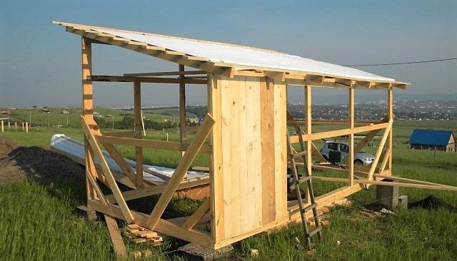 Как быстро построить сарай своими руками из досок