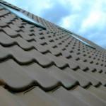 Чем и как покрыть крышу на даче?