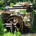 Создание декоративной водяной мельницы на даче