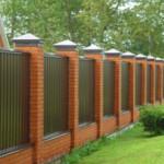 Какой забор лучше поставить на даче?