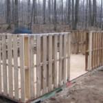 Сооружаем постройки для дачи из деревянных поддонов