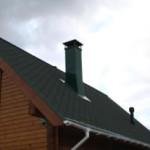 Как выполнить отделку дымохода на крыше и внутри дома?