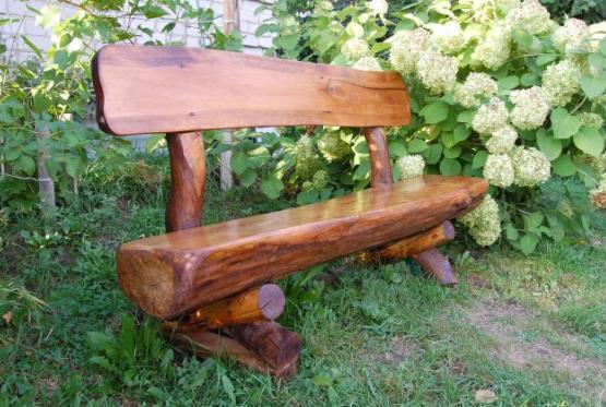 Массивная деревянная скамейка