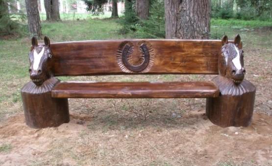 Садовая скамейка с элементами скульптурной резьбы по дереву