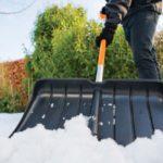 Лопата для уборки снега: выбираем и покупаем, либо делаем своими руками