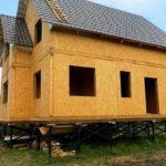 Цоколь дома на винтовых сваях: устройство и способы отделки